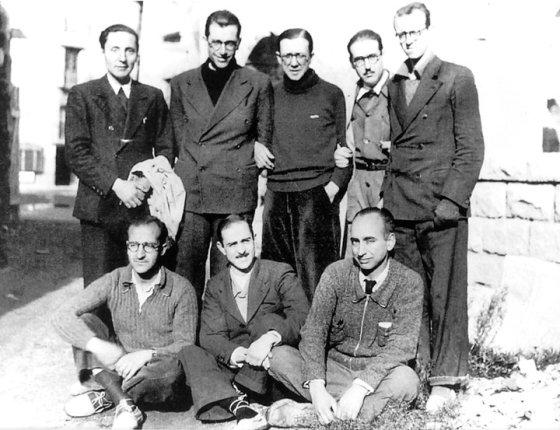 Sant Josepmaria i el seu grup l'any 1937   © Josep Claverol Sesplugues
