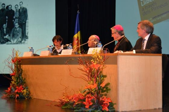 La taula de ponents de la VI Jornada Camins de Llibertat, d'esquerra a dreta: Sra. Rosa Ferrer, Cònsul d'Andorra la Vella; Mons. Javier Echevarría, bisbe prelat de l'Opus Dei; Mons. Joan-Enric Vives, arquebisbe d'Urgell i copríncep d'Andorra; Sr. Joaquim Manich, President de l'Associació d'Amics del Camí de Pallerols de Rialb a Andorra.
